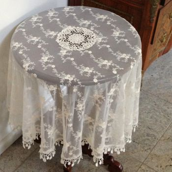 130cm Ivory Vintage Lace Round Topper