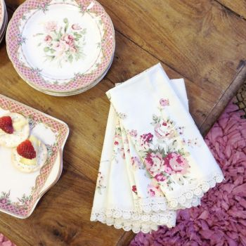 Set of 8 Napkins with Lace Trims