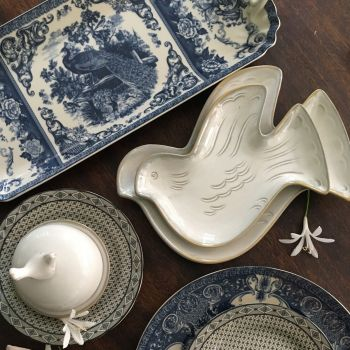 set of 2 plates in shape of Birds